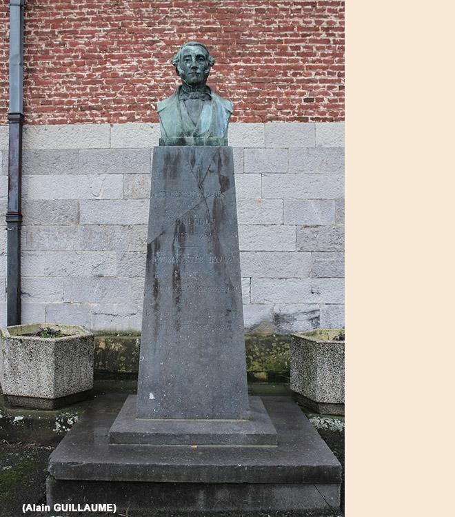 MONUMENT DE DORLODOT 660 web.jpg